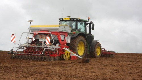 Cereals and maize sowing with the AEROSEM pneumatic seed drill