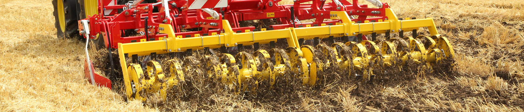 SYNKRO 3–row stubble cultivator