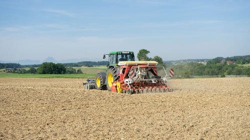 AEROSEM seed drill turns in an impressive performance with organic hemp in Upper Austria