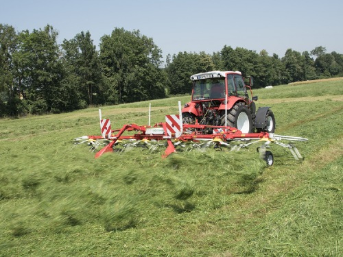 The new HIT 6.80 T: professional tedding technology for smaller farms